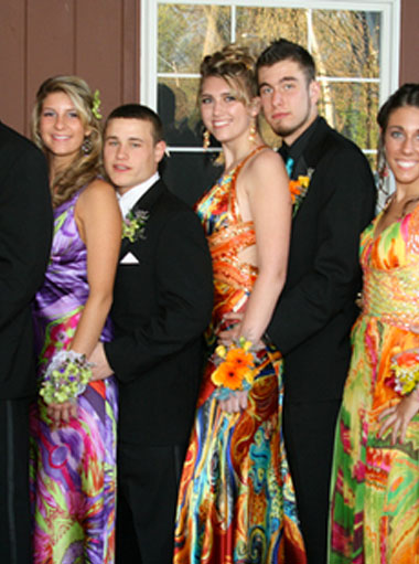 Celebrate your prom or homecoming in the safety of a luxury limo or SUV